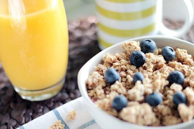 Low Carb Frühstück - Eier und Wurst